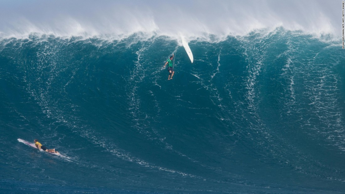 surf hawaii - big wave surfing photo